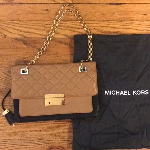 c7f3130feee6 💗SALE💗 Authentic Michael Kors Quilted Bag. M 5b17ea002e14784945fccead